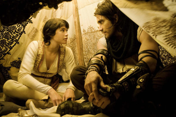 Dastan and Tamina huddle in a tent in a sandstorm and talk strategy.